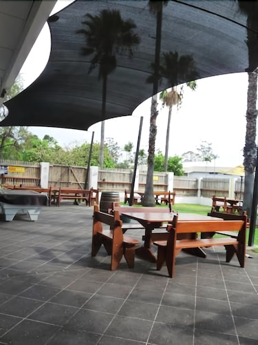 Outdoor Dining, Jolly Collier Hotel Motel