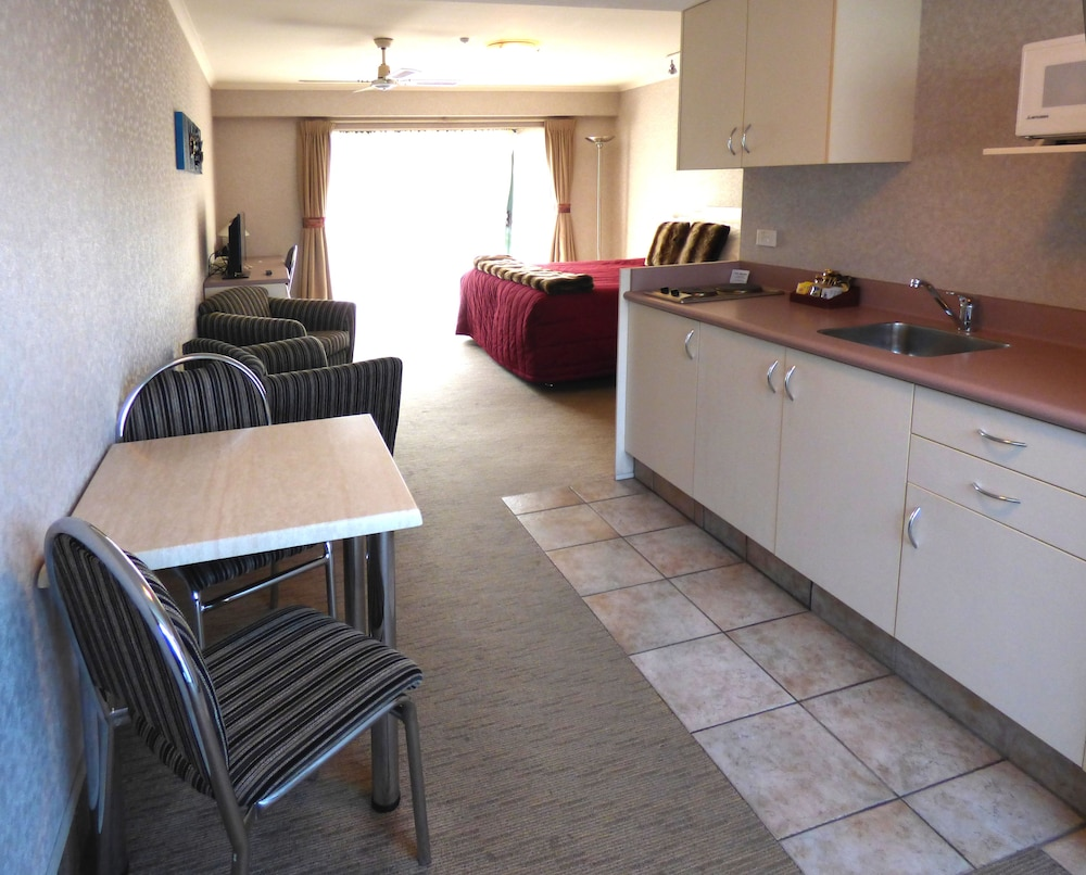 Deco City Motor Lodge In Hawke 39 S Bay Hotel Rates