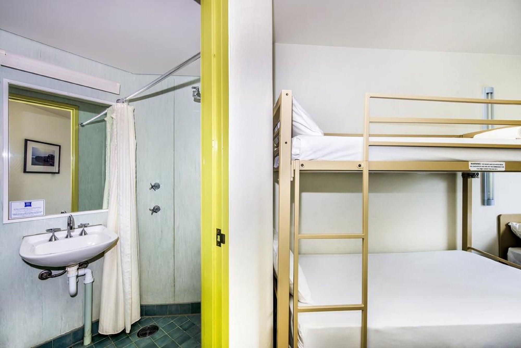 Room, Multiple Beds (1 Queen Bed & 2 Single Bunk Beds)