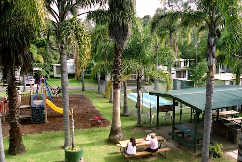 Shady Willows Holiday Park & YHA