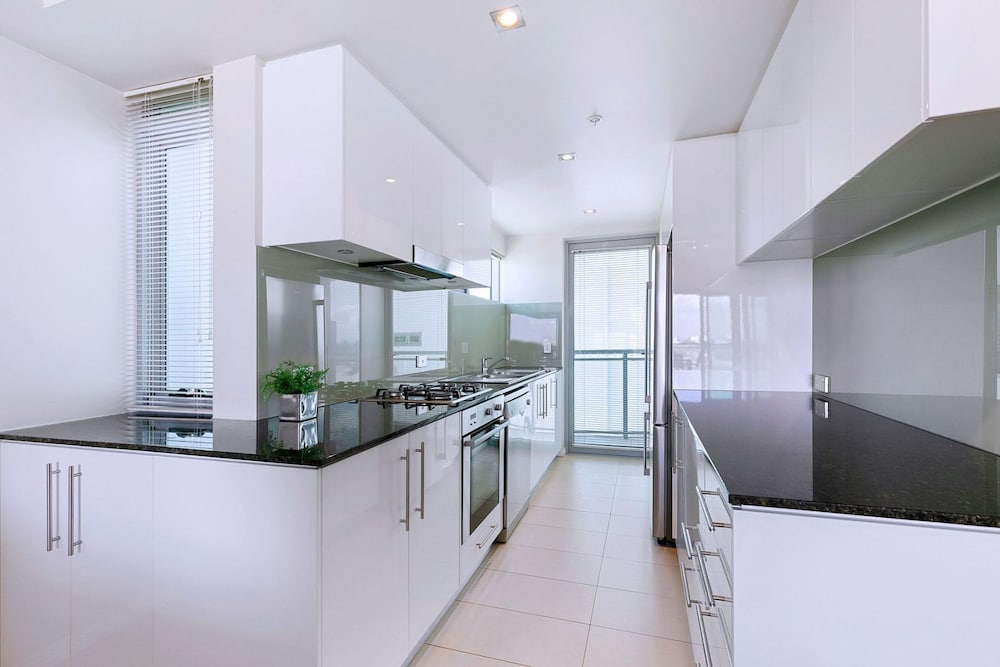 Private Kitchen, Proximity Waterfront Apartments
