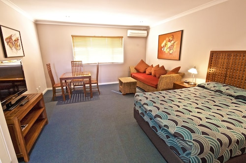 Bunbury Hotels: Find Cheap Hotel Deals from £52 | ebookers com