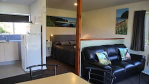 1 bedroom, blackout curtains, free WiFi, linens