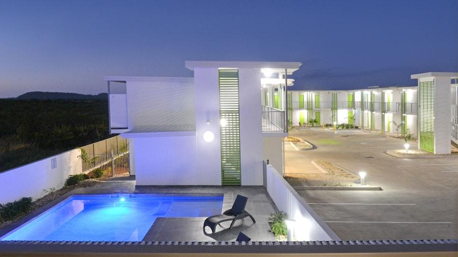 Mackay Oceanside Central Hotel