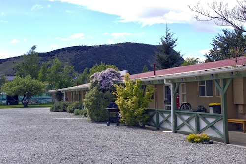 Archway Motel & Chalets