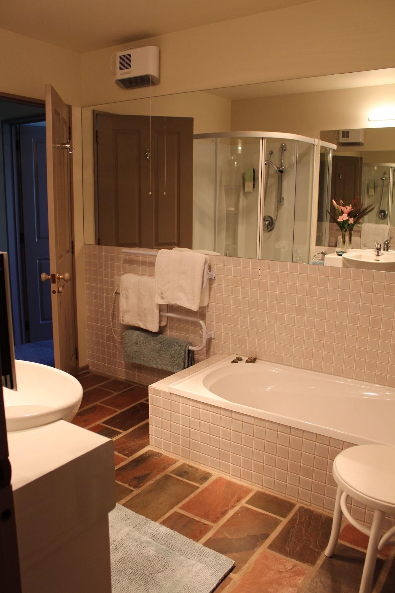 Standard Room, Shared Bathroom (FANTAIL ROOM)