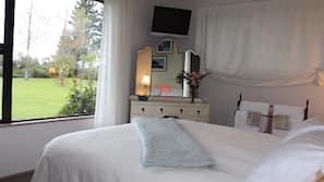 Egyptian cotton sheets, premium bedding, down duvet, Tempur-Pedic beds