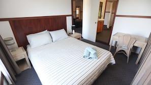 4 bedrooms, desk, iron/ironing board, free WiFi