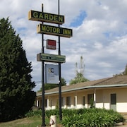 Golden Chain Garden Motor Inn