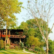 Boutique Raft Resort
