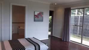 1 bedroom, rollaway beds, free WiFi, linens