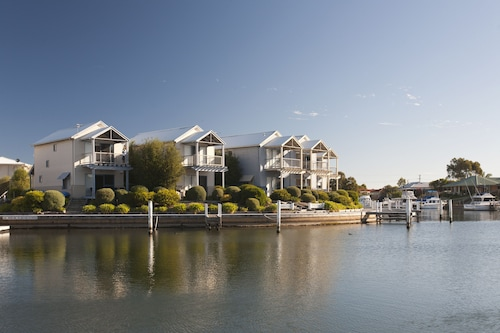 Captains Cove Waterfront Apartments Paynesville