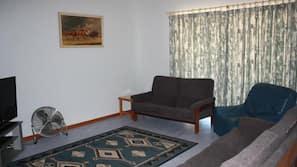 Télévision à écran plat, lecteur de DVD