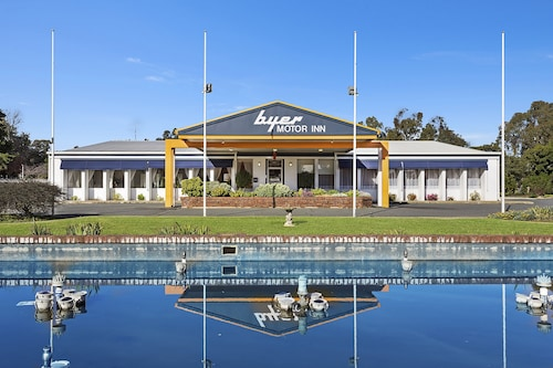 Byer Fountain Motor Inn, Holbrook