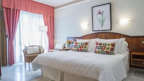 Caja fuerte, escritorio, cunas o camas infantiles y camas supletorias