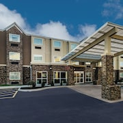 La Quinta Inn & Suites by Wyndham Collinsville - St. Louis