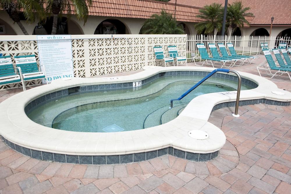 Siesta Bay Rv Resort In Fort Myers Hotel Rates Amp Reviews