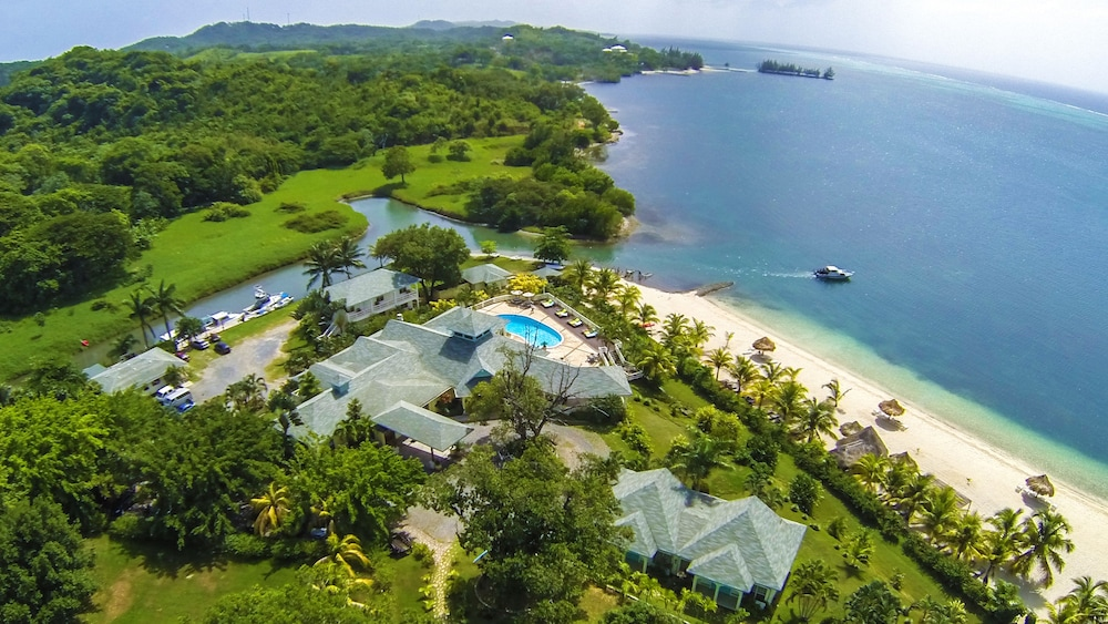 Property Grounds, Turquoise Bay Dive & Beach Resort