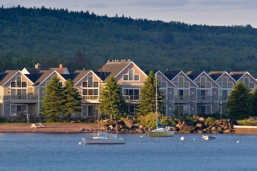 Great Place to stay Cobblestone Cove near Grand Marais