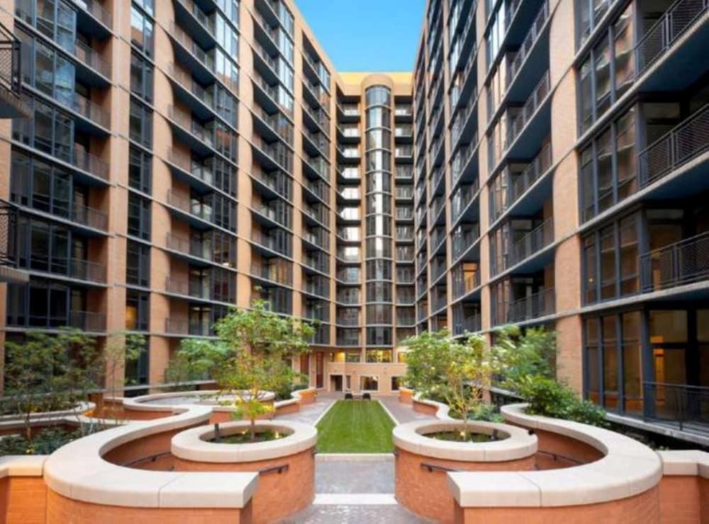Washington Courtyard Apartments Reviews