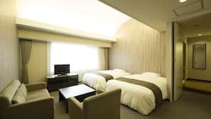 โต๊ะทำงาน, ผ้าม่านกันแสง, บริการ WiFi ฟรี, ผ้าปูที่นอน