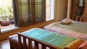 Premium bedding, minibar, free WiFi