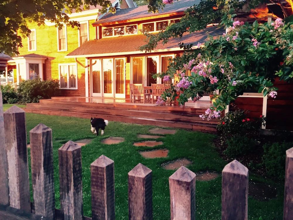 Shinn Estate Vineyards and Farmhouse in Mattituck
