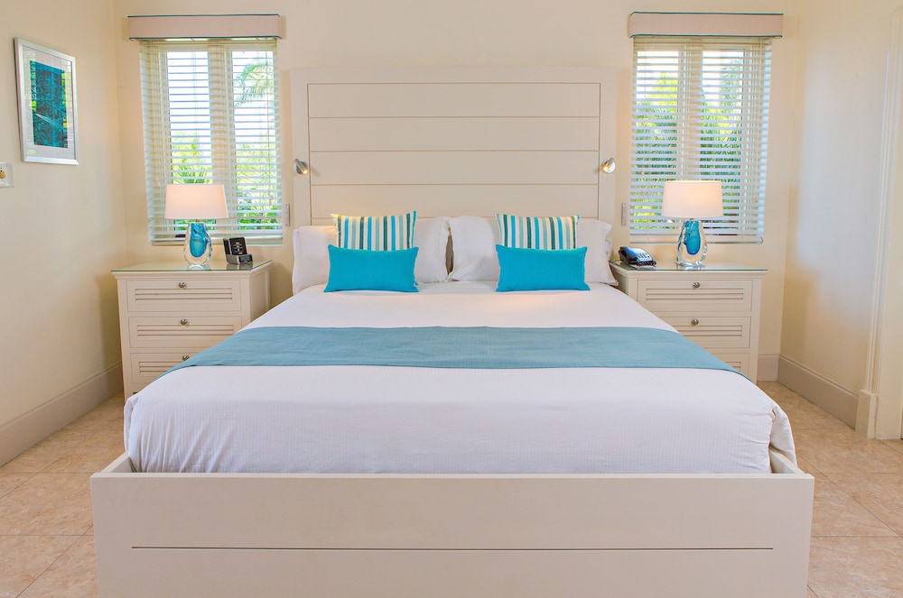 Room, Cove Suites at Blue Waters