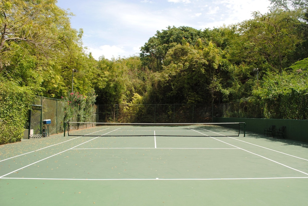 Tennis Court, Cove Suites at Blue Waters