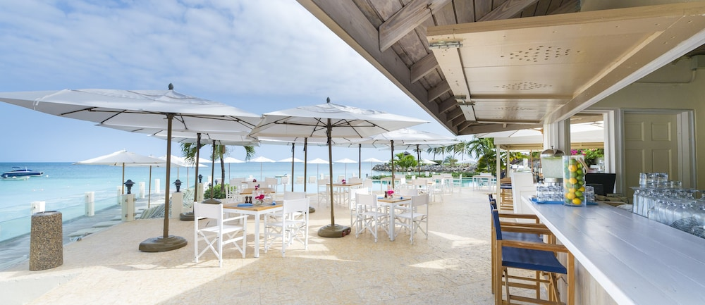 Beach Bar, Cove Suites at Blue Waters