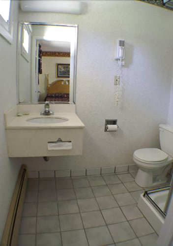 Bathroom, Appalachian Motel