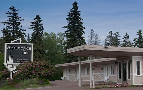 Great Place to stay Spruceglen Inn near Grand Marais