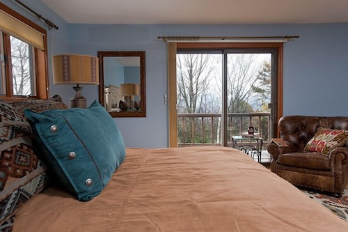Room, The Mountain Top Inn & Resort