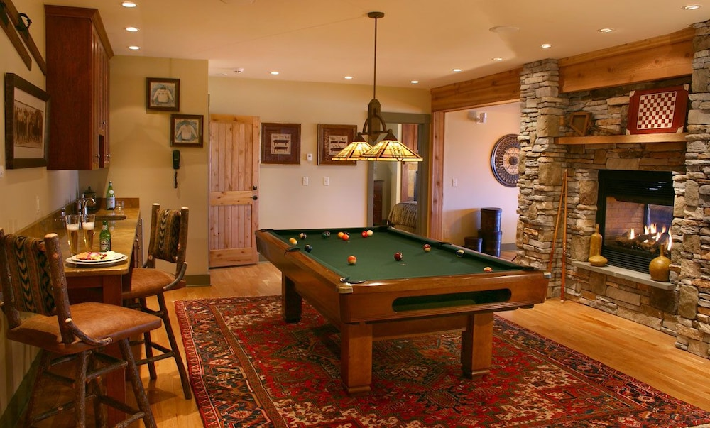 Billiards, The Mountain Top Inn & Resort