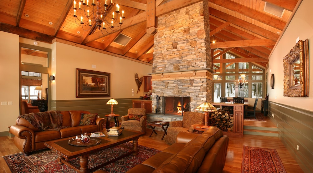 Living Room, The Mountain Top Inn & Resort