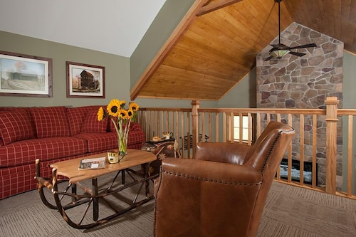 Living Area, The Mountain Top Inn & Resort