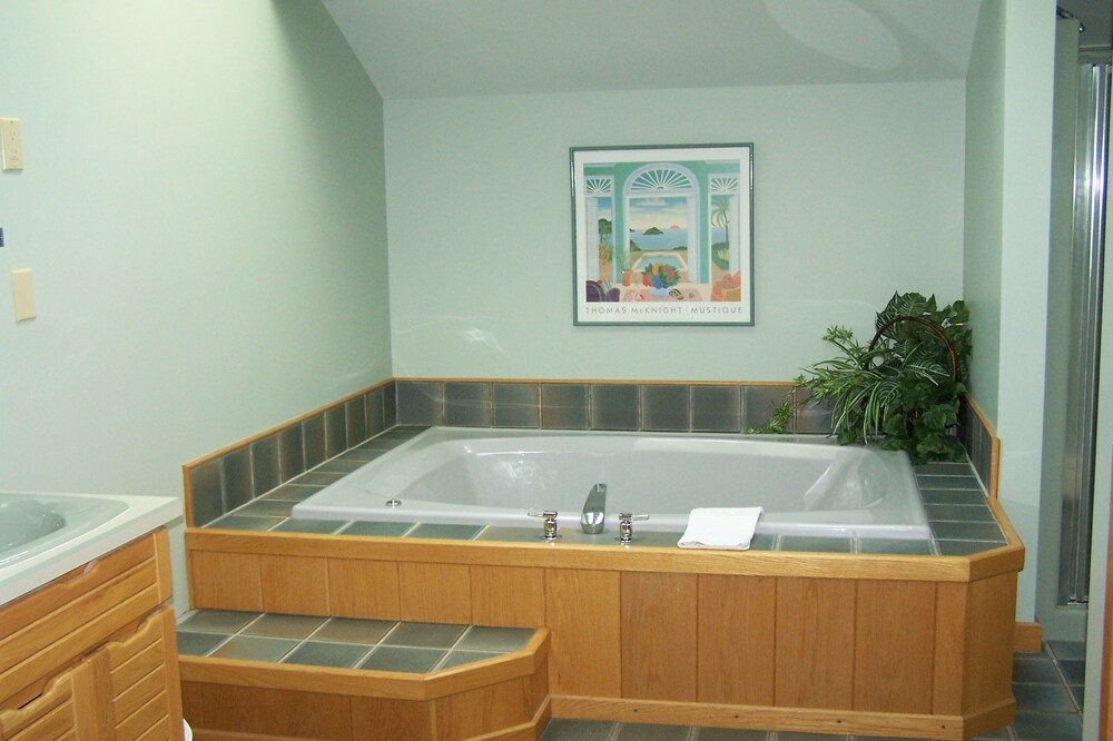 Jetted Tub, The Mountain Top Inn & Resort