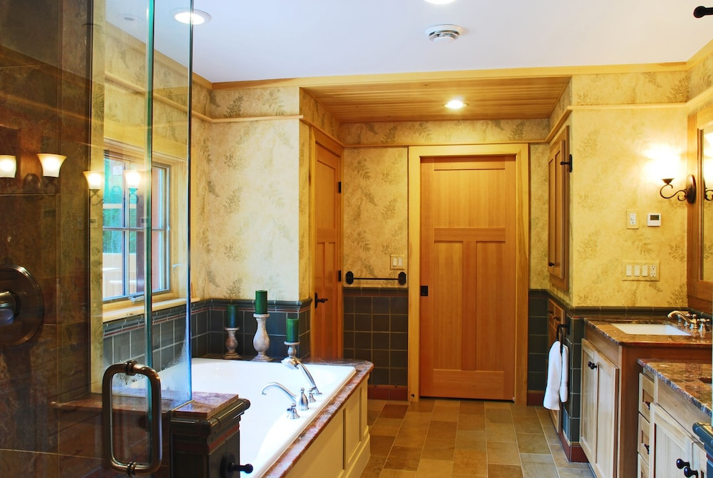 Bathroom, The Mountain Top Inn & Resort