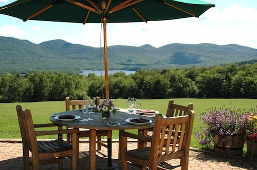 Outdoor Dining, The Mountain Top Inn & Resort
