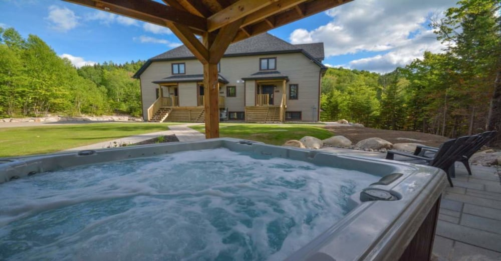 Outdoor Spa Tub, Harfang des Neiges - Tremblant Sunstar