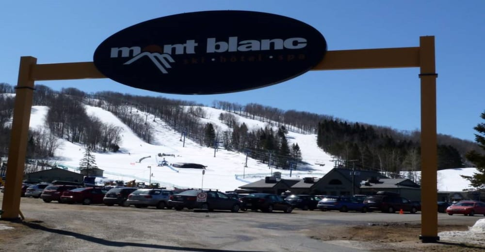 Skiing, Harfang des Neiges - Tremblant Sunstar