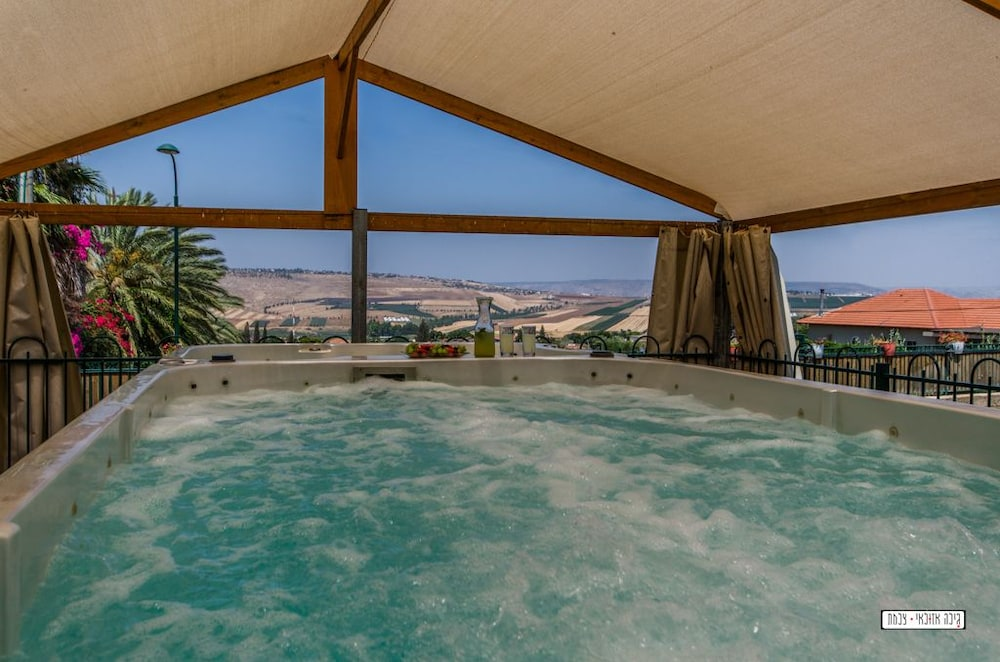 Outdoor Spa Tub, Avigail Guest House