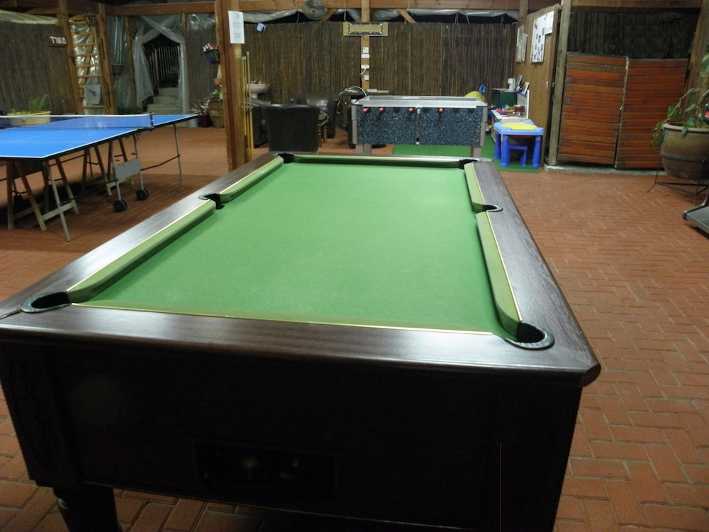 Billiards, Avigail Guest House