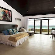 Iguana Crossing Boutique Hotel