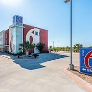 Motel 6 Three Rivers