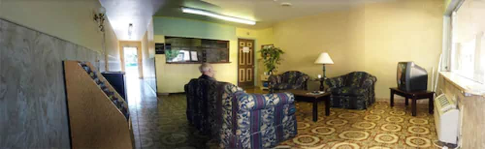 Lobby Sitting Area, Budget Motel