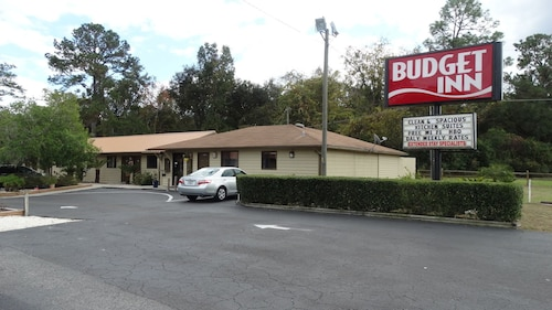 Great Place to stay Budget Inn near Gainesville