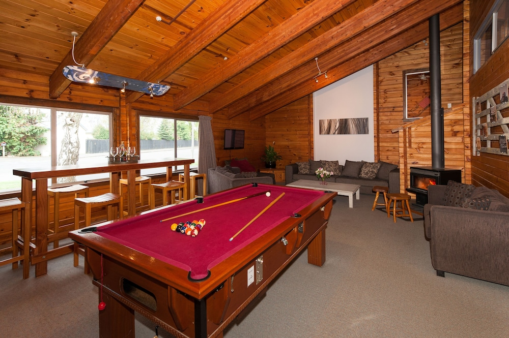 Billiards, Breckenridge Lodge