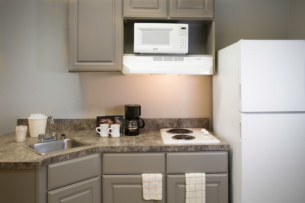 Private Kitchenette, Ashton Inn & Suites