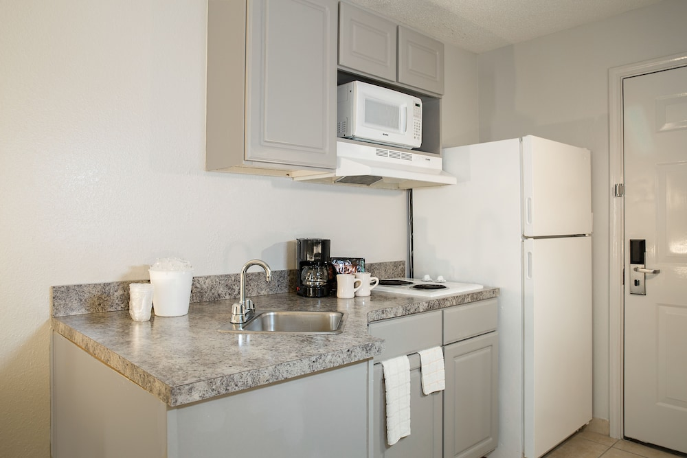 Private Kitchen, Ashton Inn & Suites